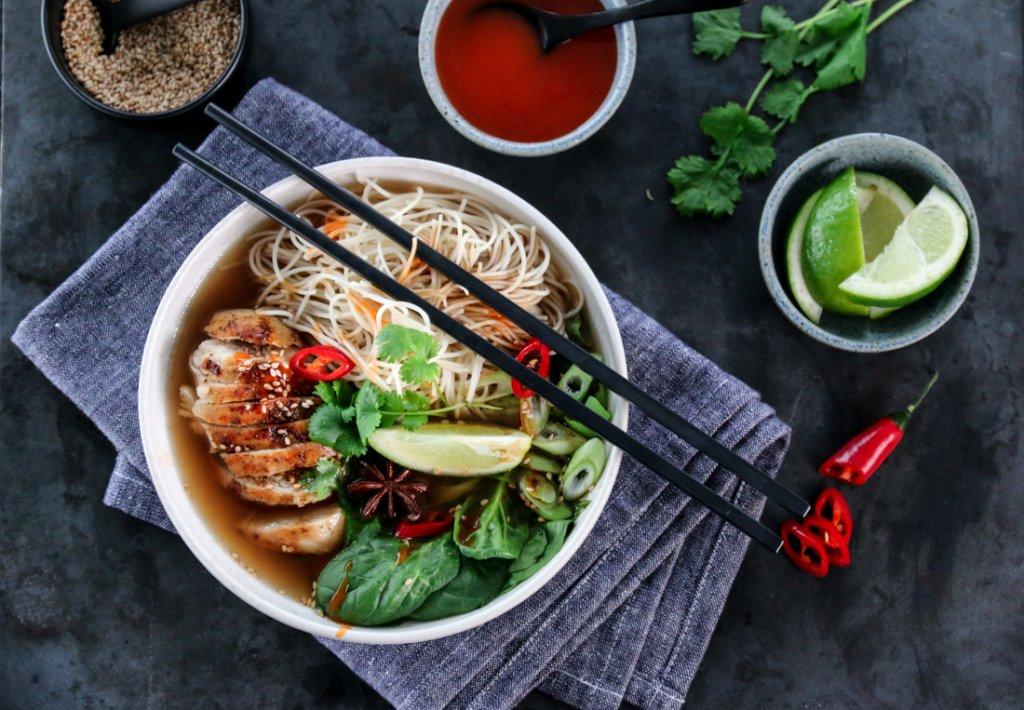 Asiatisk nudelsuppe med kylling