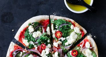 Image: PIZZA MED SPINAT, CHILI OG FETA