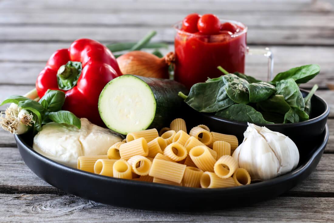 Pastagrateng med cherrytomater og mozzarella