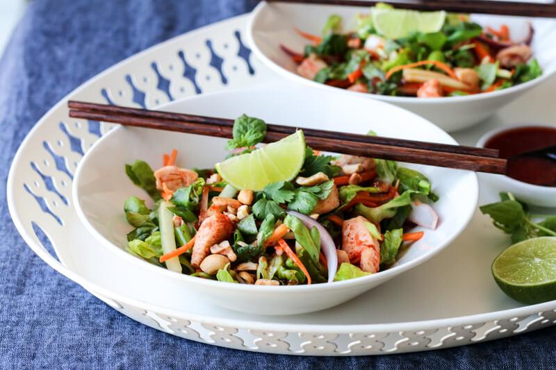 Asiatisk kyllingsalat med spicy chilisaus