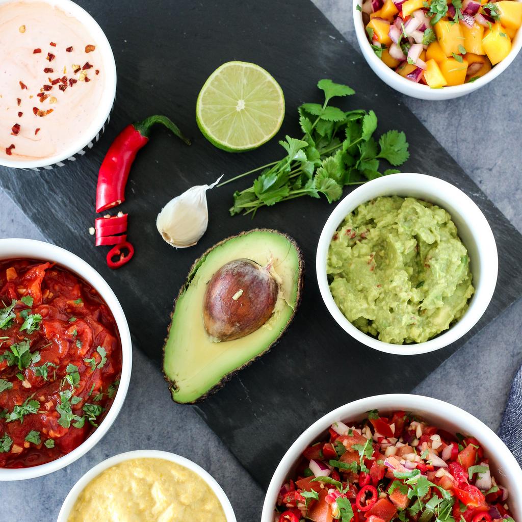tacotilbehør, limerømme, guacamole, tomatsalsa, mangosalsa, maiskrem