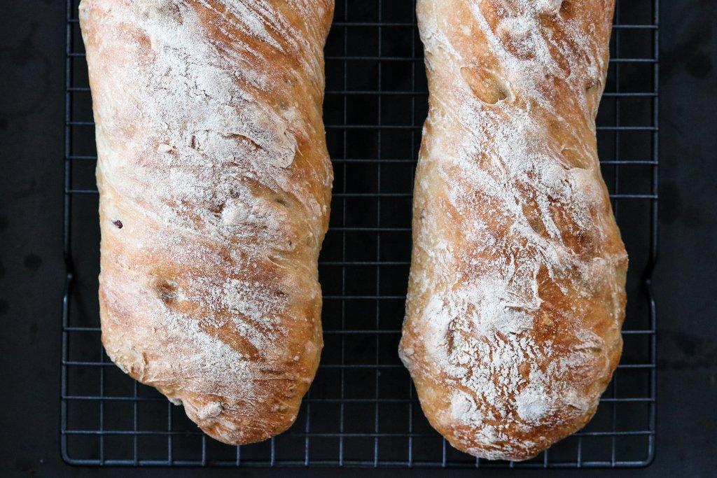 Eltefrie baguetter med hasselnøtter