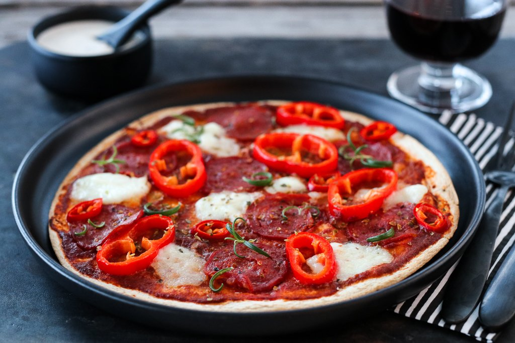 Tortillapizza med chorizo, paprika og chili
