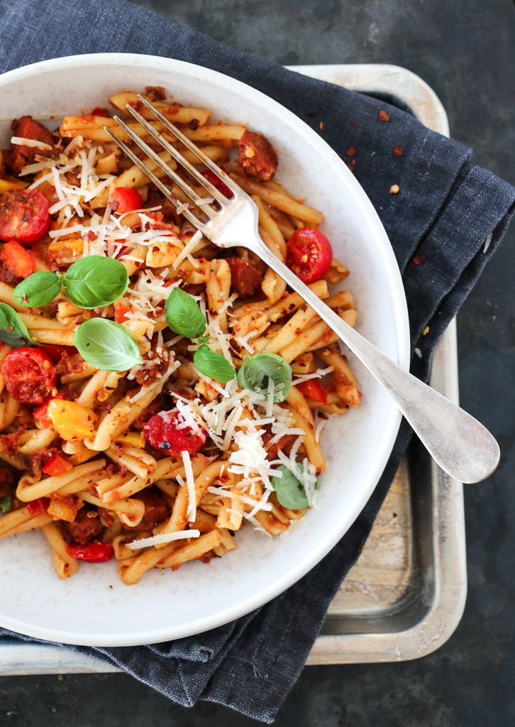 Pasta med chorizo, paprika og rød pesto