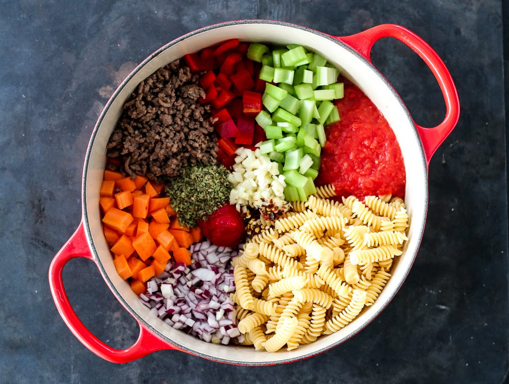 One pot-pasta med kjøttsaus