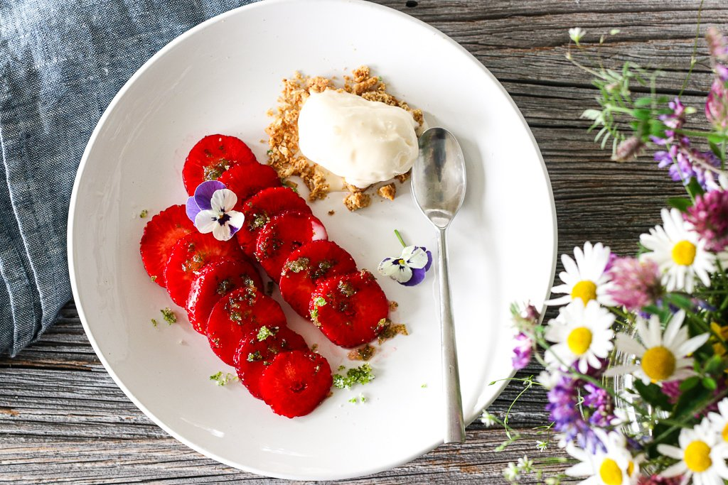 Jordbærcarpaccio med limesukker