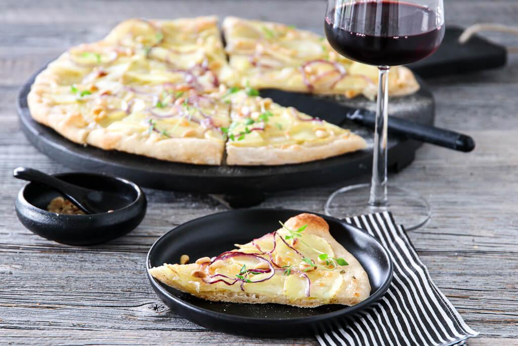 Pizza med potet, rødløk og timian