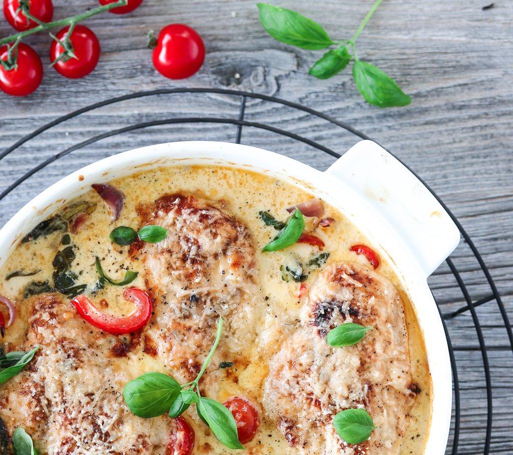 Gratinert kylling med spinat, paprika og parmesan
