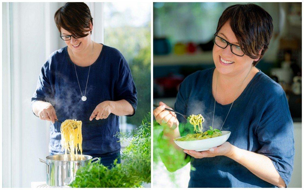 Trine spiser pasta foto: Mona Nordøy