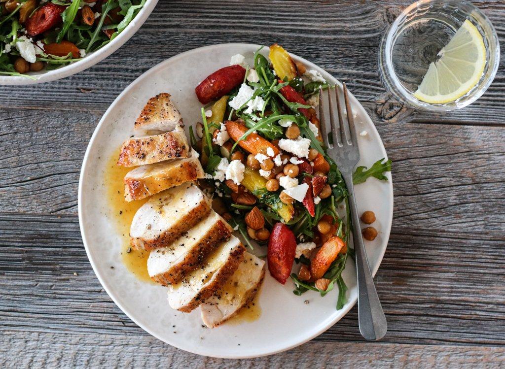 Kylling med appelsinsaus og lun gulrotsalat