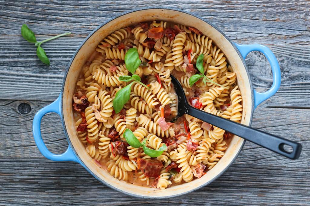 Kremet one pot-pasta med spekeskinke