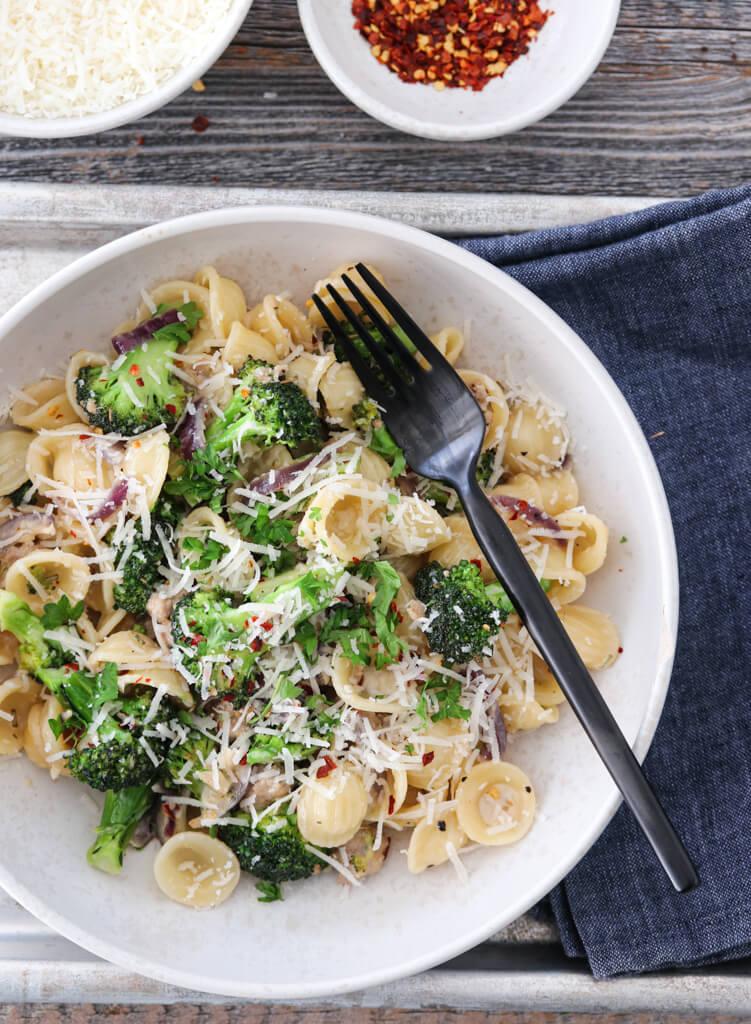 Kremet pasta med salsiccia og brokkoli