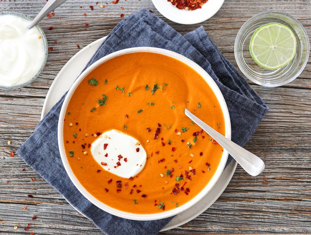 Rød currysuppe med gulrot og kokosmelk