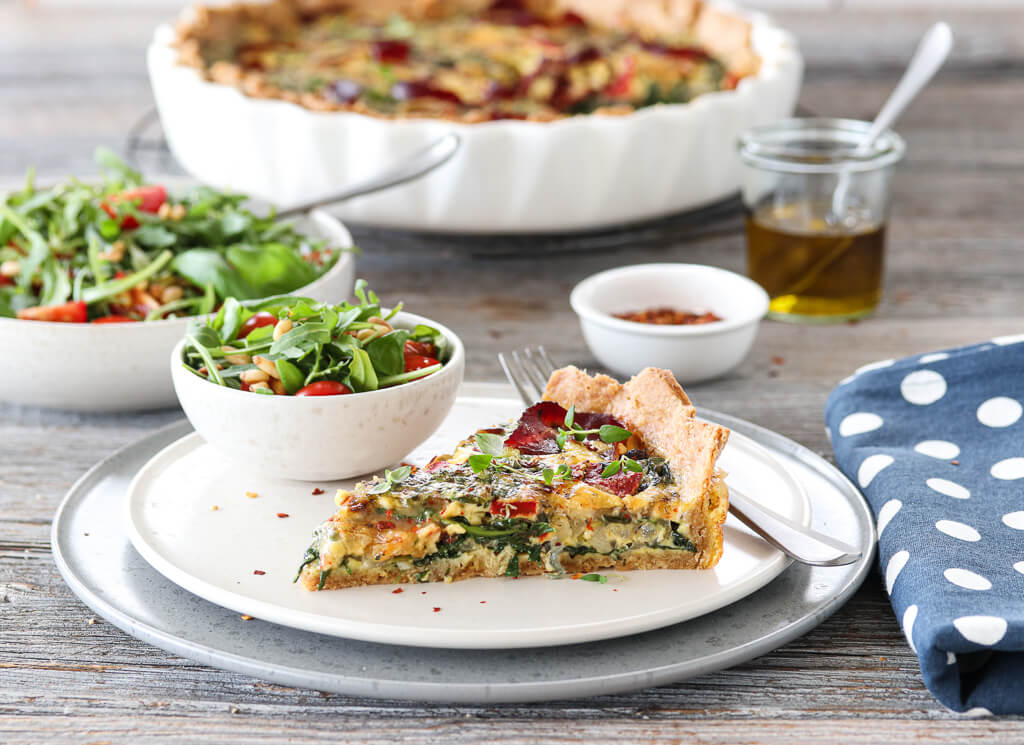 Pai med spinat, paprika og bresaola