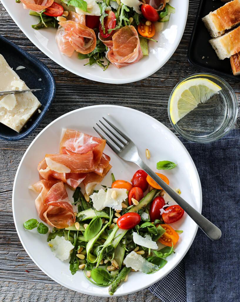 Aspargessalat med tomat og spekeskinke