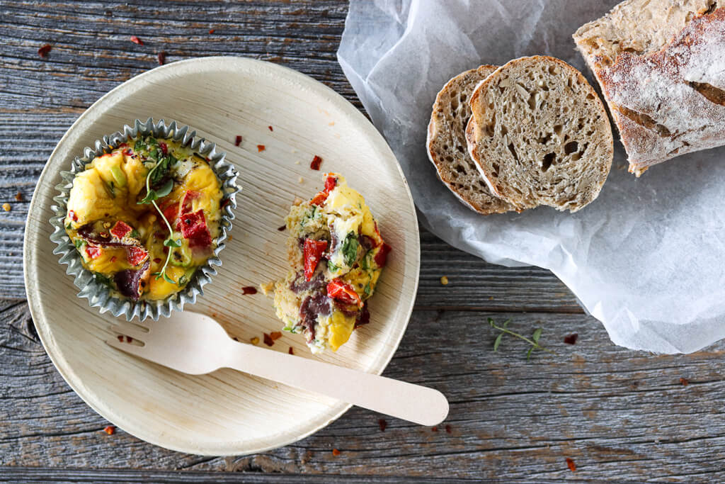 Omelettmuffins med bresaola, spinat og feta