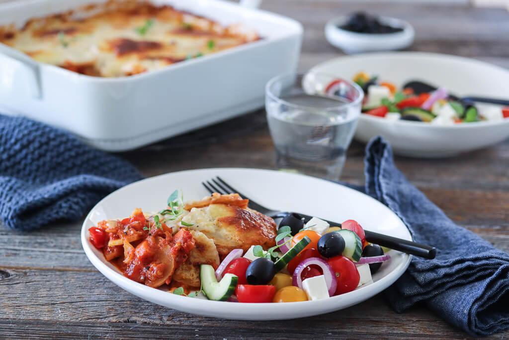 Vegetarisk moussaka med gresk salat