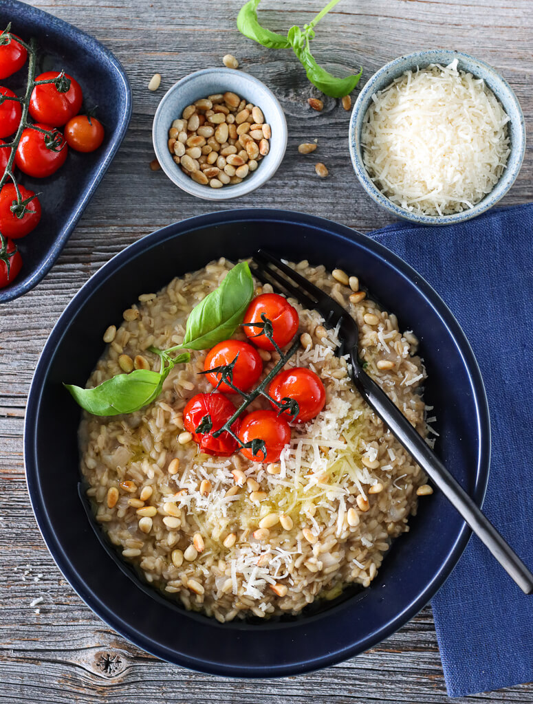 Havreotto med tomater, parmesan og pinjekjerner