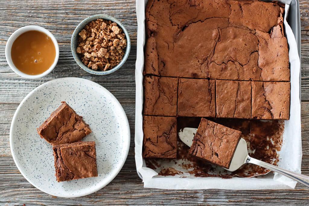 Sjokoladekake med salt karamellsaus