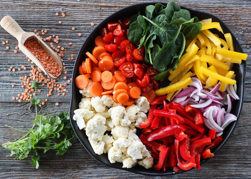 Grønnsakscurry med blomkål og røde linser