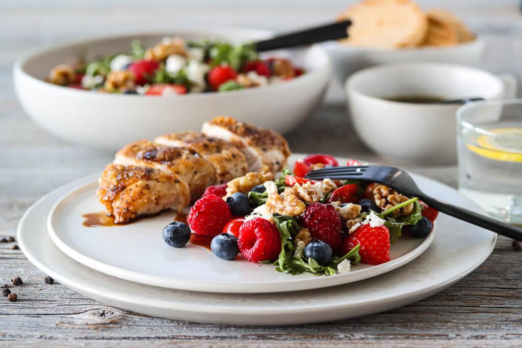 Kylling og sommersalat med balsamicovinaigrette