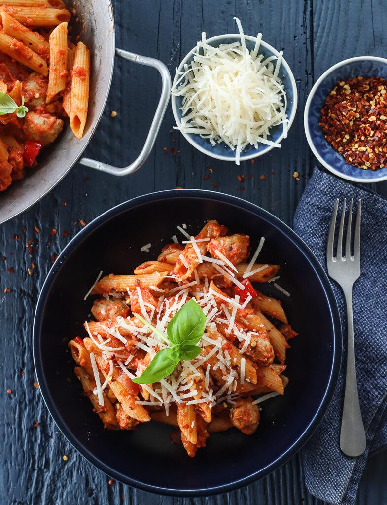 Pasta med tomat og kjøttboller