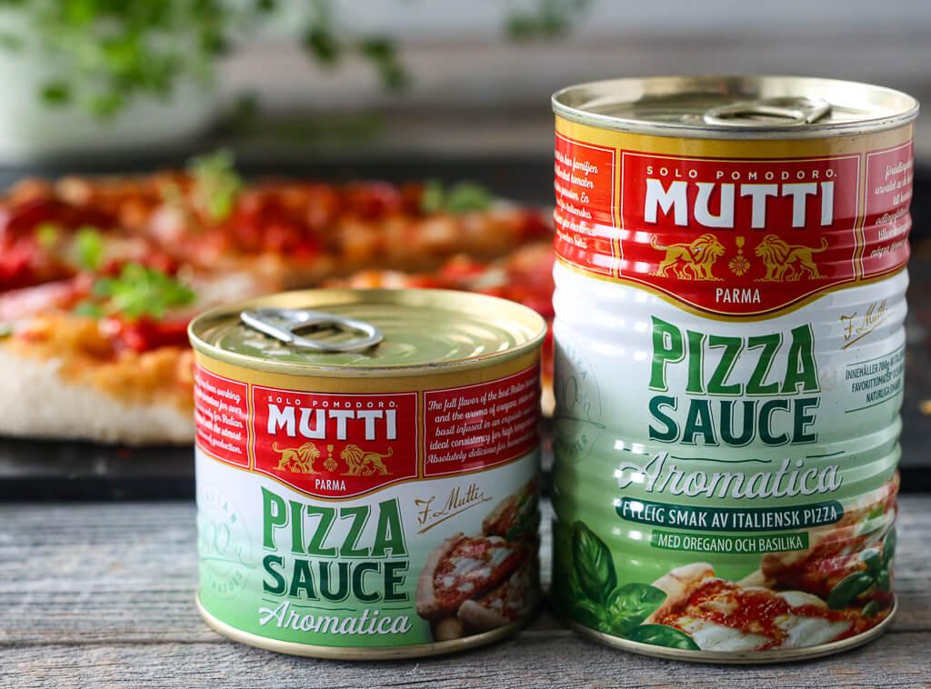 Pizza med spicy salami og paprika